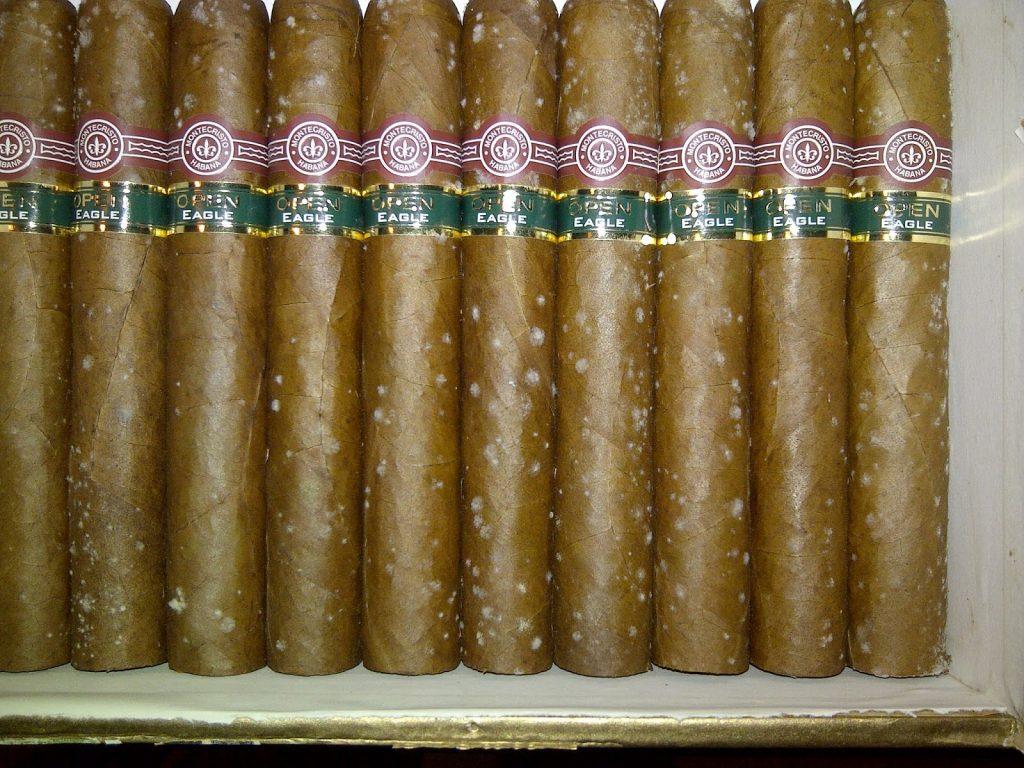 How to keep cigars humid